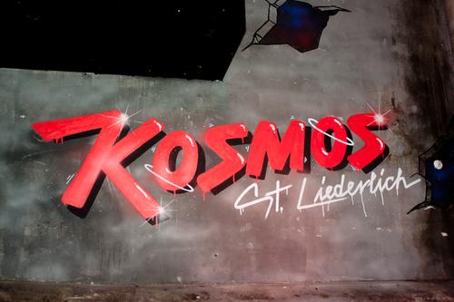 kosmos-graffiti-art-innenbereich